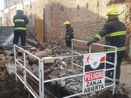 Incendio en obra en construcción: Peligro por caño maestro de gas