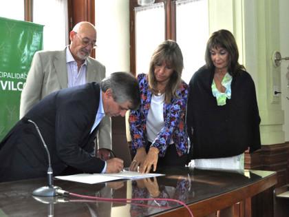 Se firmó la primera escritura de la ampliación del parque industrial