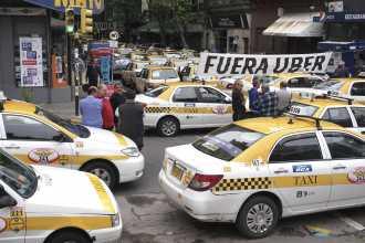 Taxistas en pie de guerra por la llegada de Uber a la Argentina