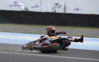 """Márquez se cayó dos veces, pero logró quedarse con la """"pole"""""""