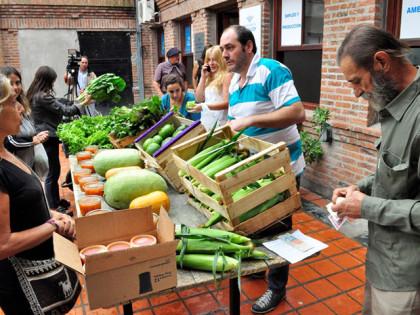 """Se realizó  la """"Feria de la Huerta a la Mesa"""" organizada por la Dirección de la Producción"""