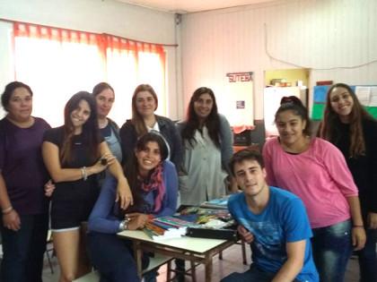 Unión de Jóvenes por Chivilcoy entregó útiles a escuelas