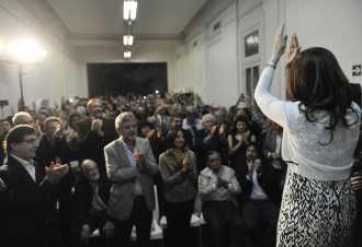 Acusan a Cristina por usurpación de título y defraudación