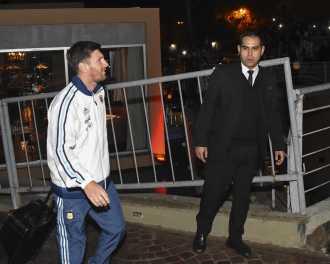 """""""Nunca miro los contratos que firmo"""", dice Lionel Messi, acusado"""