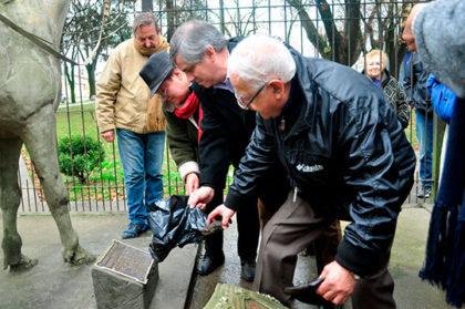 Se colocó una placa en homenaje al domador Rafael Pesce
