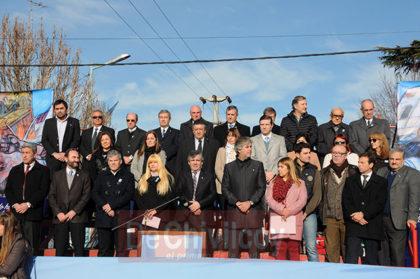 Bicentenario. Gran acompañamiento de la comunidad al acto oficial