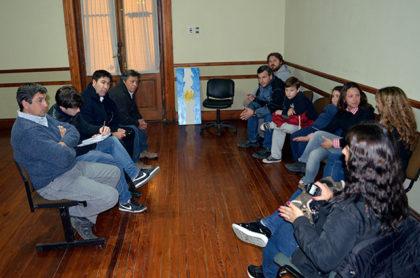 Reunión de funcionarios con vecinos del Barrio Procrear II