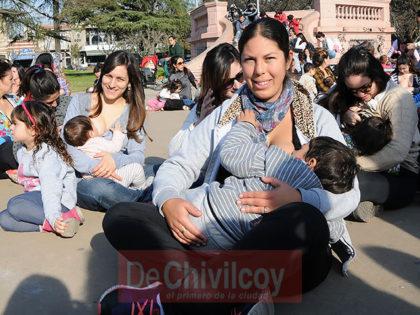 Lactancia Materna: ¿Amamantar es un derecho al que hay que ponerle el pecho?