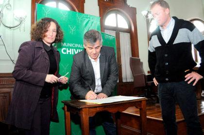 Se firmaron escrituras tramitadas en la oficina de Casa de Tierras Municipal