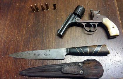 Detienen a una persona por tenencia ilegal de arma de fuego