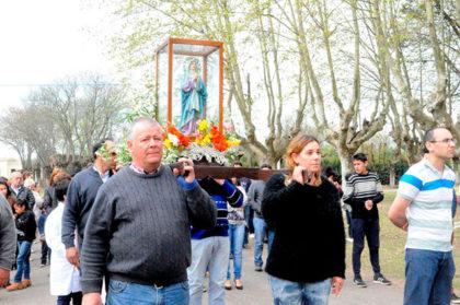 Procesión y misa por la Virgen de los Dolores en Ramón Biaus
