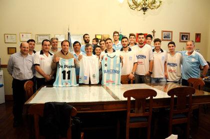 El equipo de básquet del Club Racing visitó al intendente en su despacho