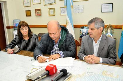 Firma de escritura con la empresa CONFEMAR