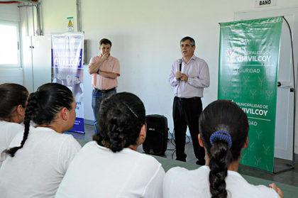 El Intendente Municipal brindo una charla en la Escuela de Policía local