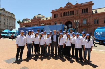 Nación lanzó la campaña de documentación en los principales centros turísticos del país