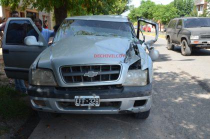 Semáforo Av.Calixto Calderón: Una camioneta se quedó sin frenos y terminó debajo de un camión