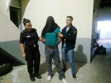 Detienen a una persona de sexo masculino por robo agravado