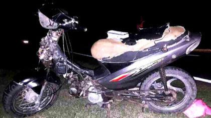 Tres jóvenes chivilcoyanos chocaron en moto esta madrugada cerca de Suipacha