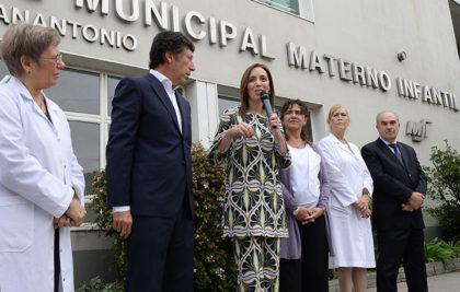 El Gobierno bonaerense bajó la mortalidad materna y aumentó el acceso de chicos al plan de vacunación
