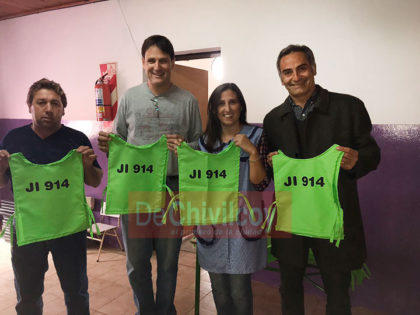 Concejales donaron indumentaria de identificación al Jardín N°914