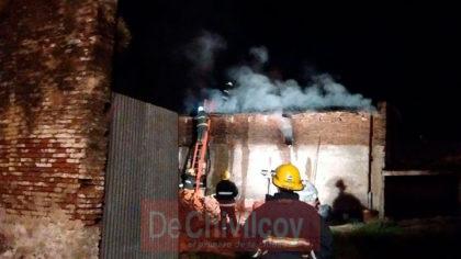 """Anoche: Importante incendio en la cuadra de la Panadería """"El Cañón"""" [VIDEO]"""