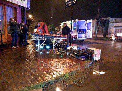 En Avellaneda y Miguel Calderón un auto embistió una moto de delivery