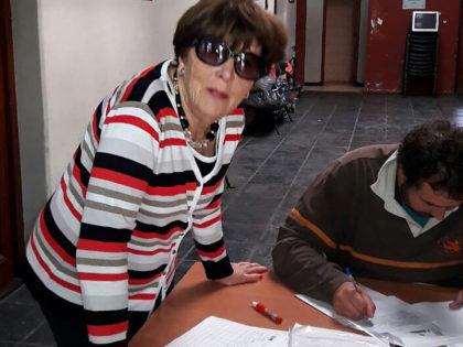 Avales para Randazzo: La mamá lideró en el PJ Chivilcoy la jornada para juntar firmas para la candidatura a senador