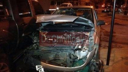 [VIDEO] Un auto impactó violentamente sobre la parte trasera de una camioneta. Declaraciones de uno de los protagonistas