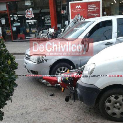 Choque en la esquina de Bolívar y Pellegrini