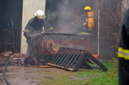 Un incendio de gran magnitud se desató esta mañana en una finca de la calle Ituzaingo [Video]