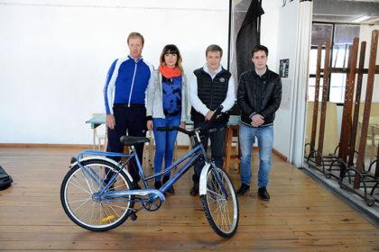 Chivilcoy en Bici presentó la segunda bicicleta intervenida por los alumnos de Artes Visuales
