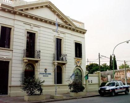 Alcoholemia positiva: Un efectivo policial de Suipacha colisiono contra el frente de una agencia de automóviles