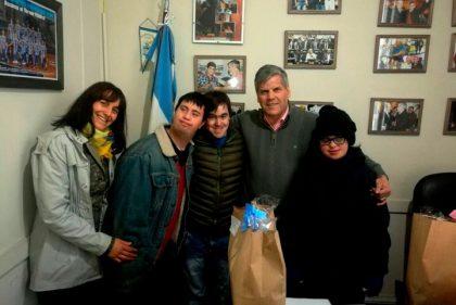 Fabio Britos: Entrega de subsidio a una ONG que forma jóvenes con discapacidad