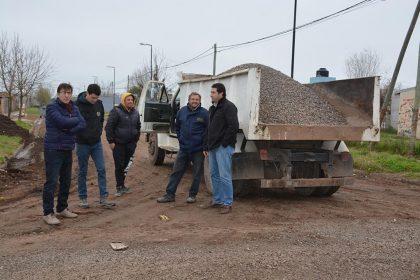 Trabajos de estabilizado y piedra caliza en Barrios San Donato y Cielos del Sur