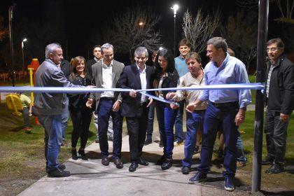 Se inauguró la Plaza del Barrio Adas con juegos accesibles y luminaria LED