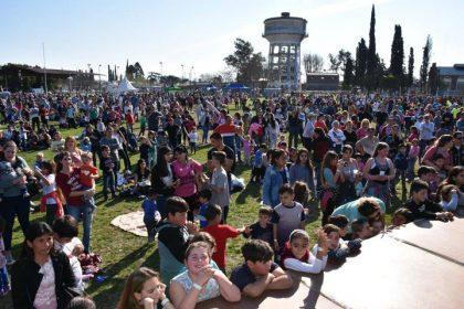 Una multitud acompañó los festejos del Día del Niño en el Polideportivo [Video]