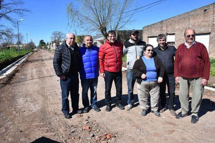 El intendente recorrió obras de cordón cuneta y estabilizado de piedra [Video]