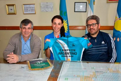 El intendente recibió a Marina Arce, campeona argentina de Rural Bike