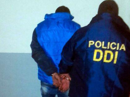 Tras breve persecución detienen a una persona con drogas en su poder
