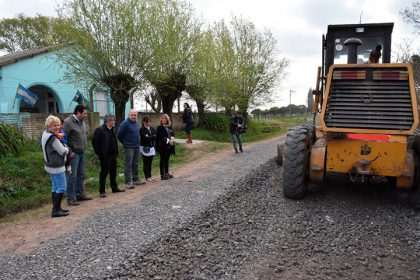 Se completó la obra de acceso con piedra caliza a la Escuela Primaria Nº 40