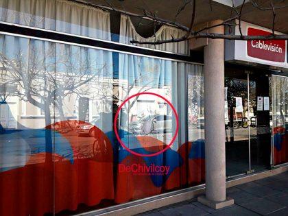 Habrían atentado con un disparo de arma de fuego contra la vidriera de la Empresa Cablevisión