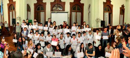 """Alumnos recibieron las distinciones """"Esperanza de la Patria"""""""