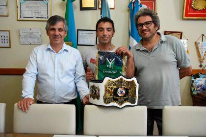 Britos recibió al campeón de kick boxing Isaías Torres