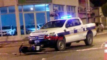 Alrededor de la media noche del lunes un patrullero chocó contra una motocicleta