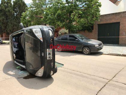 Se produjo un vuelco en la calle Ituzaingo
