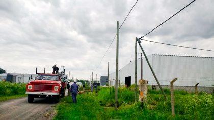 La Dirección de Producción comenzó con la colocación de luminarias en el Parque Industrial