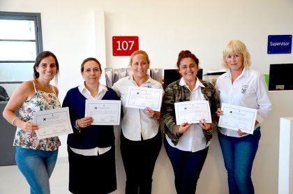 Entrega de certificados a personal del Centro de Monitoreo Municipal