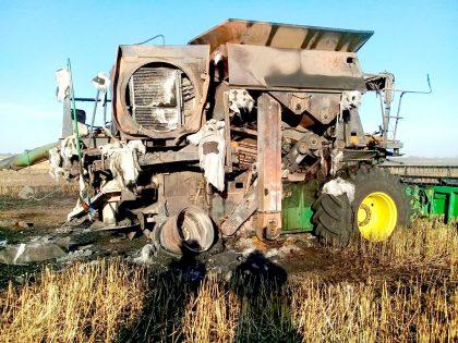 El incendio de una cosechadora motivó que se quemaran sembradíos de trigo