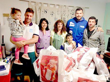 El Club Racing donó juguetes al Hogar de Abrigo