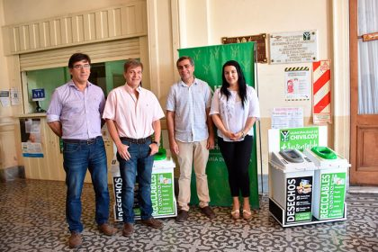 El municipio recibió estaciones ambientales para la separación de residuos [Video]